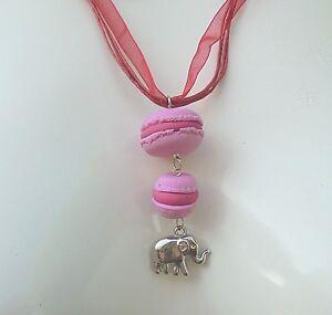 Collier-MACARONS-fraise-Duo-Rose-Fimo-idee-cadeau-unique-sachet-tulle-offert