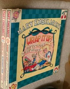 Mary-Engelbreit-Lot-of-2-Craft-Books-Wrap-It-Up-and-Crafts-to-Decorate-Your-Home