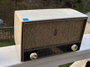 Vintage-Art-Deco-AM-FM-Zenith-Tabletop-Tube-Radio