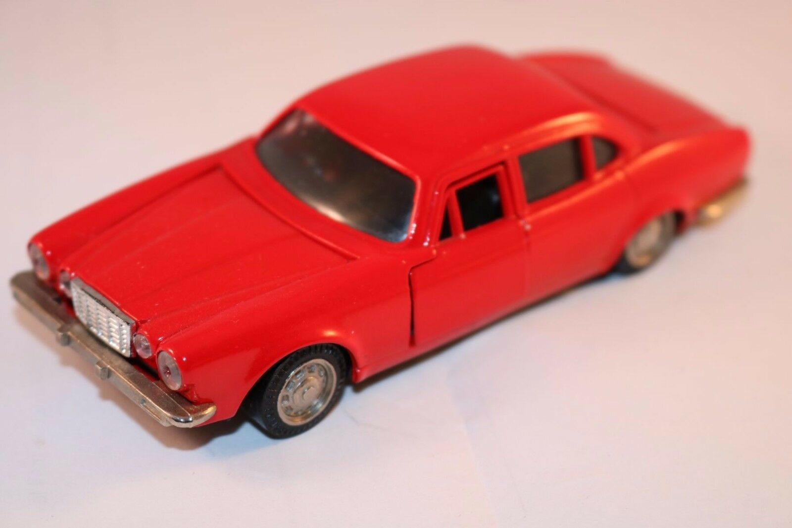 K.K. Sakura No 6 Jagura XJ Jaguar rot 99% mint original very scarce model
