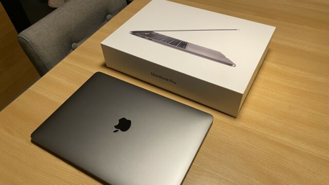 """Apple MacBook Pro 13,3"""" (512Go SSD, Intel Core i5 10ème Gén., 3,80 GHz, 16Go)..."""