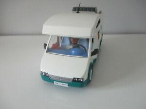 6671 Playmobil Famille avec camping-car