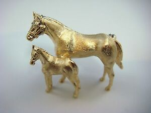 ! UNIQUE 14K YELLOW GOLD HORSE AND BABY HORSE SOLID BROOCH, 14.2 GR, 33 MM LONG.