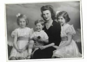 6 x 8 original Marcus Adams Photo The Honorable Mrs. Denys Lowson & Family