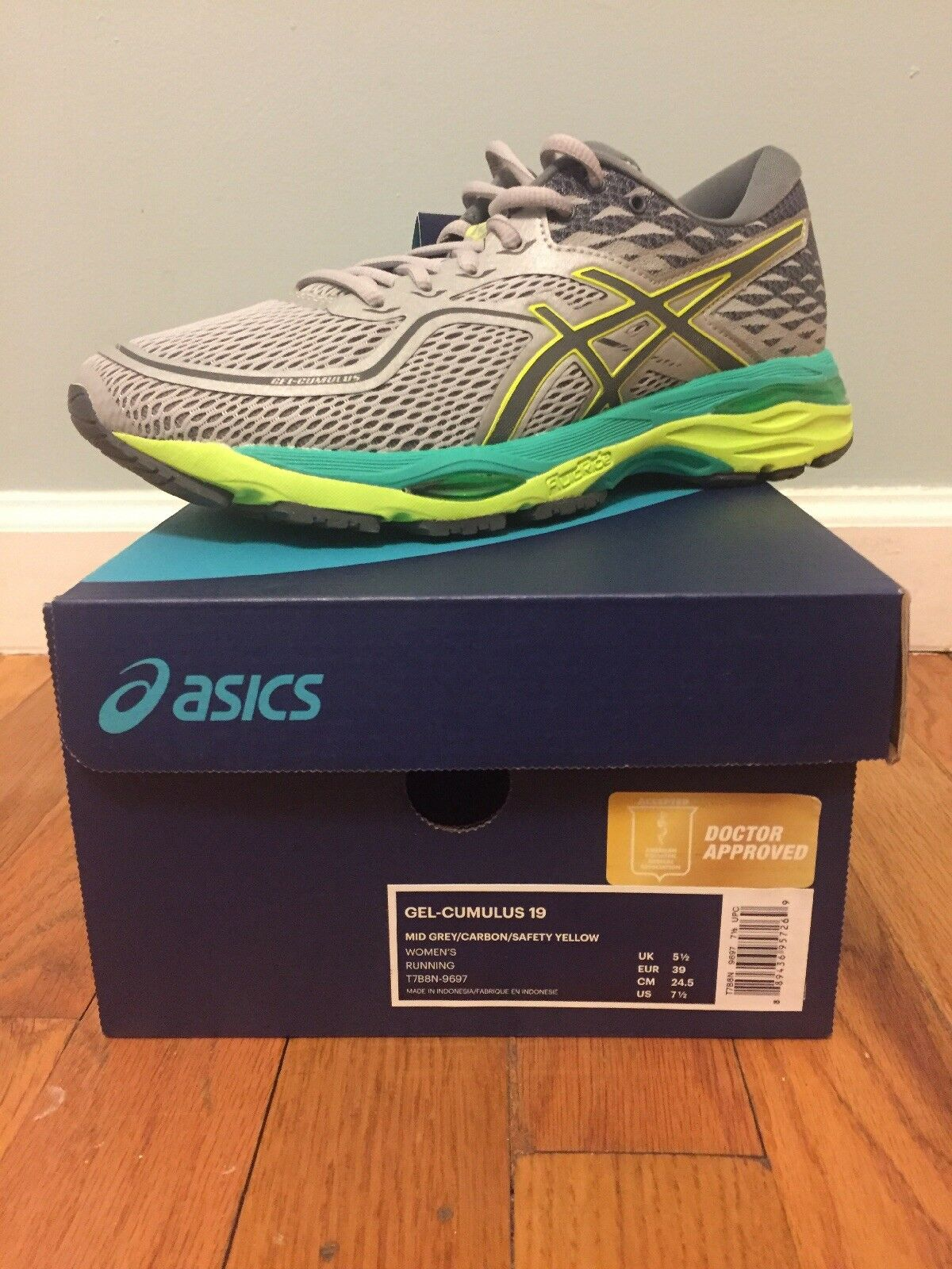New Asics T7B8N 9697 Cumulus 19 Mid Grey / Yellow Women's Running Shoes 7.5 US Brand discount