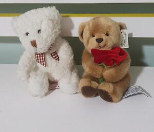 RUSS-BERRIE-TEDDY-BEARS-TRUE-HEART-WHITE-BEAR-DAISY-CHAIN-PRESS-BEAR-WITH-ROSE