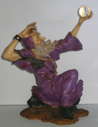 Polyresin 25x19x18cm Zauberer Deko Figur Magier Merlin beschwört Zauberkugel
