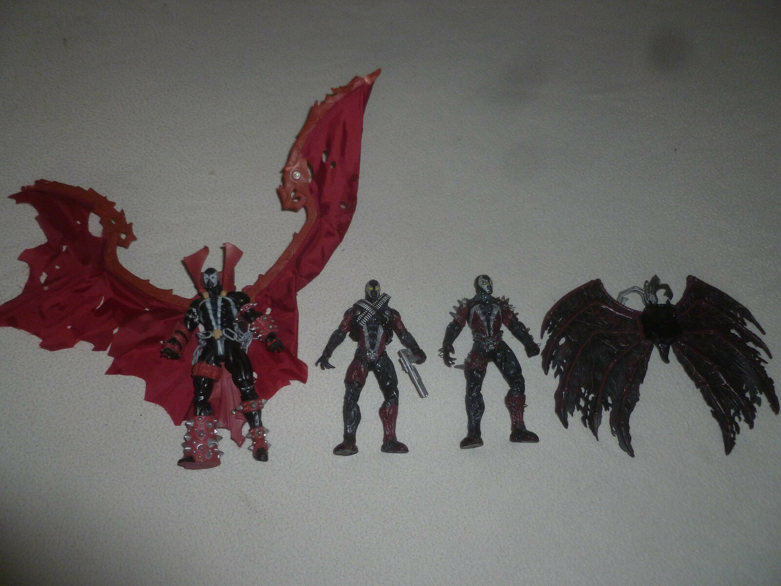 VINTAGE SPAWN TODD MCFARLANE FIGURE LOT FOLDABLE WINGS W WEAPON
