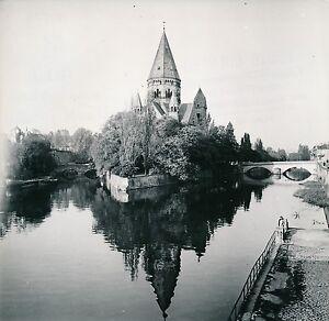 METZ-c-1950-L-039-Ile-du-Petit-Saulcy-Jardin-des-Amours-Temple-Moselle-Div-5487