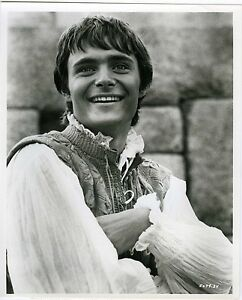 PHOTO-LEONARD-WHITING-dans-the-royal-hunt-of-the-sun-LERNER-1969