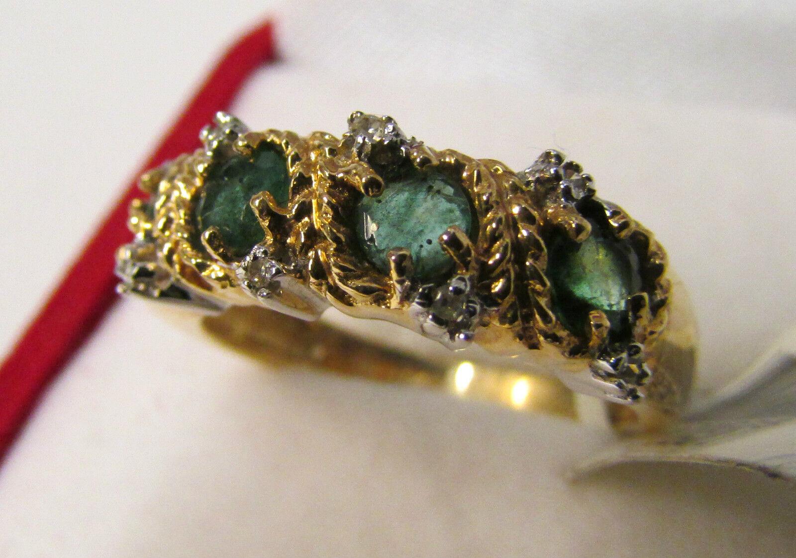 14K gold 4 Emerals & 8 x 0.040Ct Diamond Ring