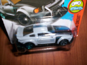 FORD-MUSTANG-2005-HOT-WHEELS-SCALA-1-55