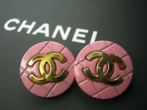 Chanel-2-gold-tone-cc-pink-buttons-20mm-lot-of-2-good-condition