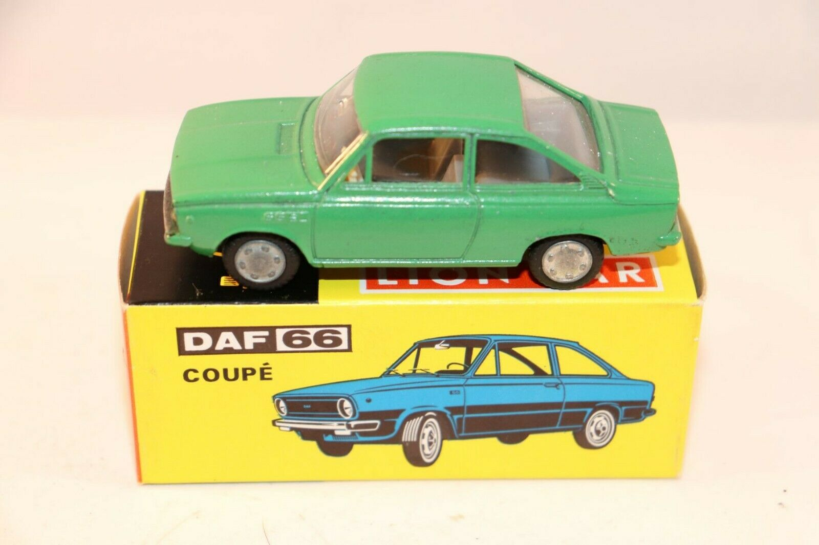 Lion Car 40 Daf Daf Daf 66 Coupe rare green very near mint in box very scarce model c0c1cb