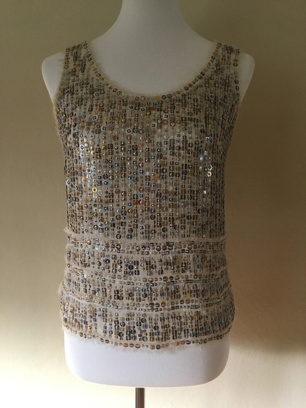 CAROLINA HERRERA Ivory Silk oben w Assorted  Sequins SZ  6 = Klein