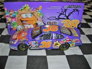 1-24-Elliott-Sadler-38-M-amp-M-039-s-Halloween-2005-Taurus-NASCAR-Diecast-Car