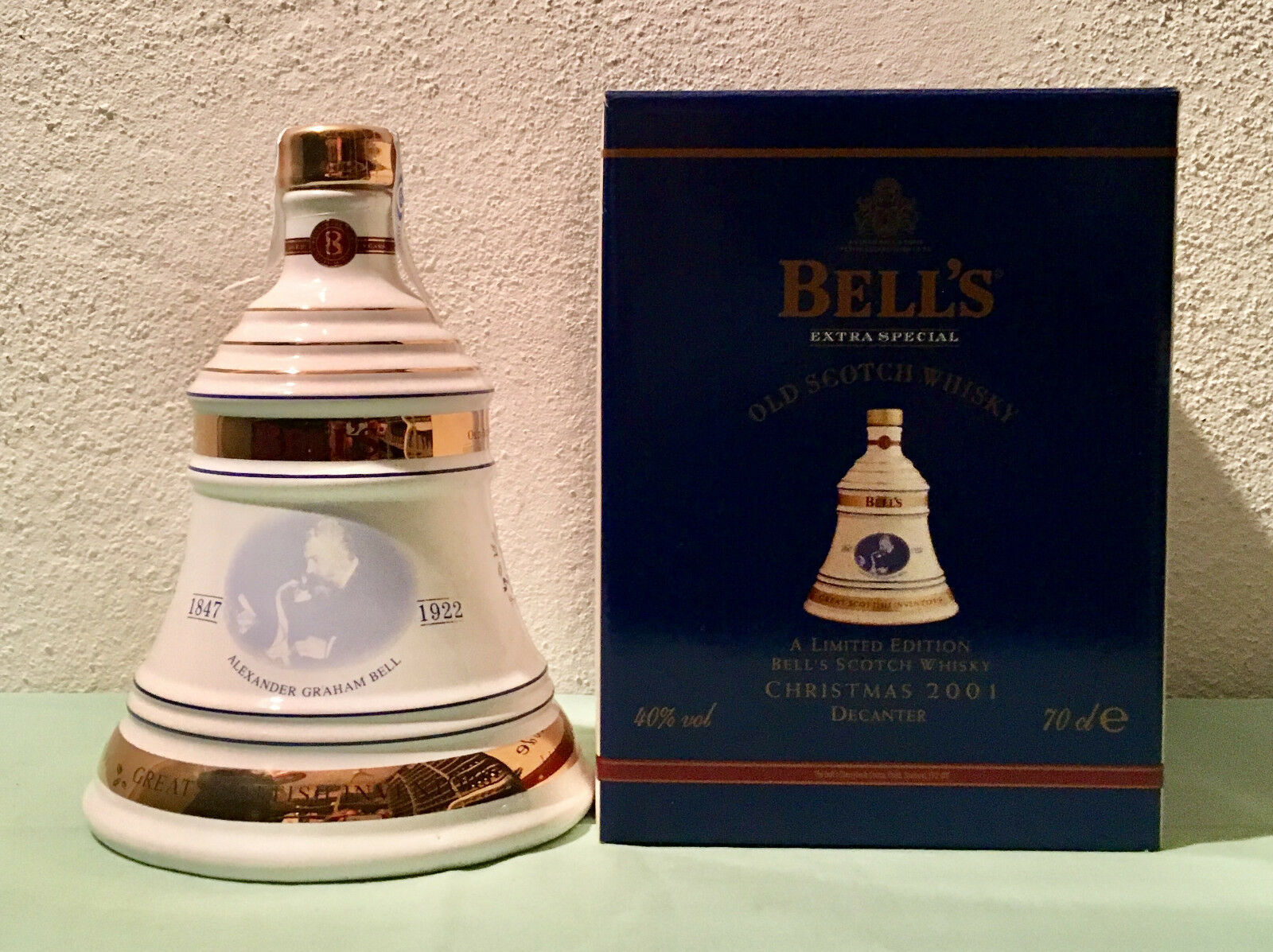 Bells Old Scotch Whisky Extra Special Limited Edition Christmas 2001