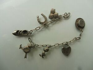 Schones-altes-Armband-Silber-Bettelarmband-mit-7-schonen-Anhanger-Charms