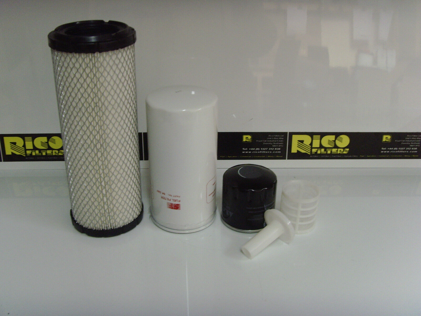 Takechi Tb025 /<1256975 Kit de Service Filtre à Air Huile Filtres Carburant
