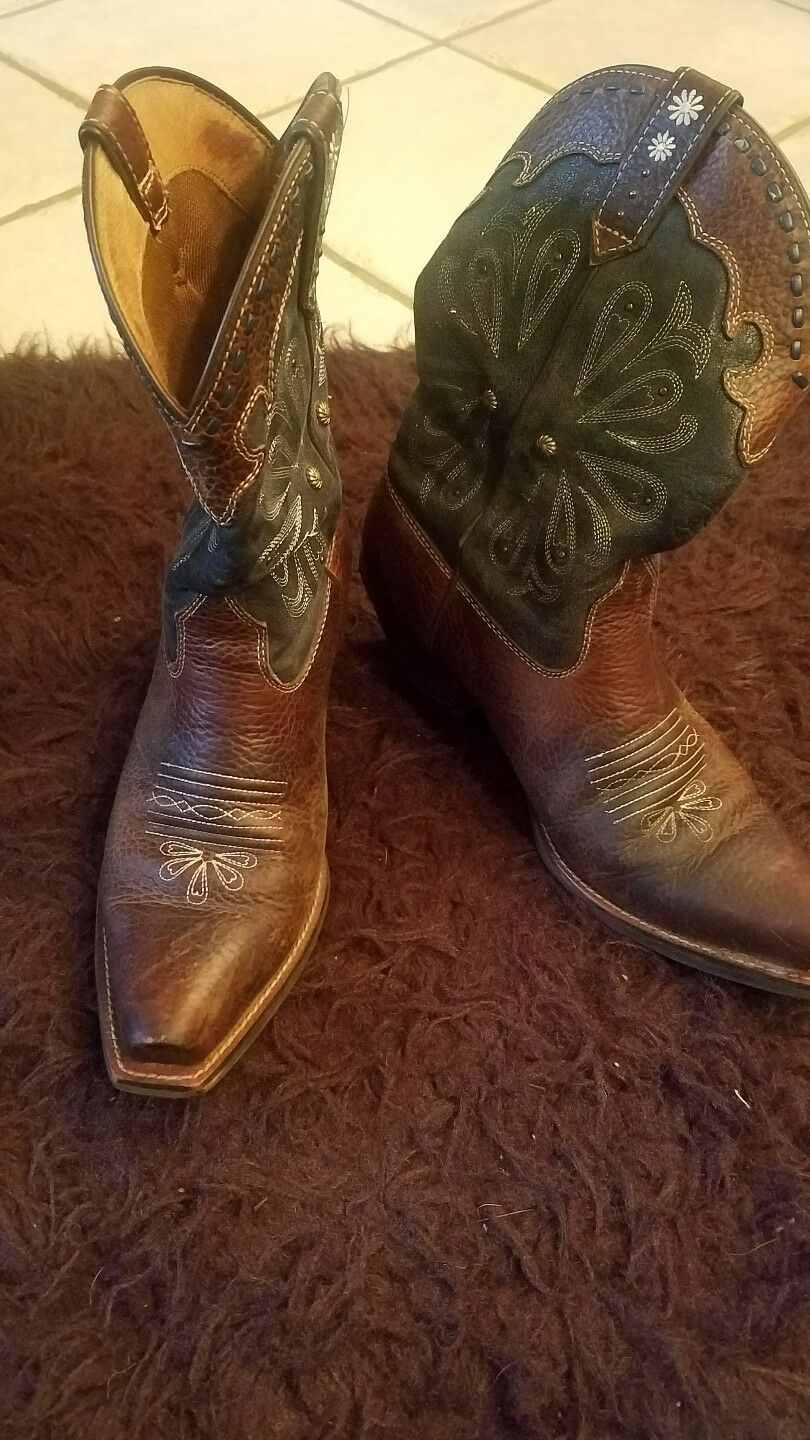 Ariat womens cowboy boots with intricate designs leather upper size 8.5 B