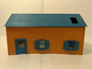 Vintage-Brown-House-With-Blue-Roof-HO-Gauge-Scale-tr1203