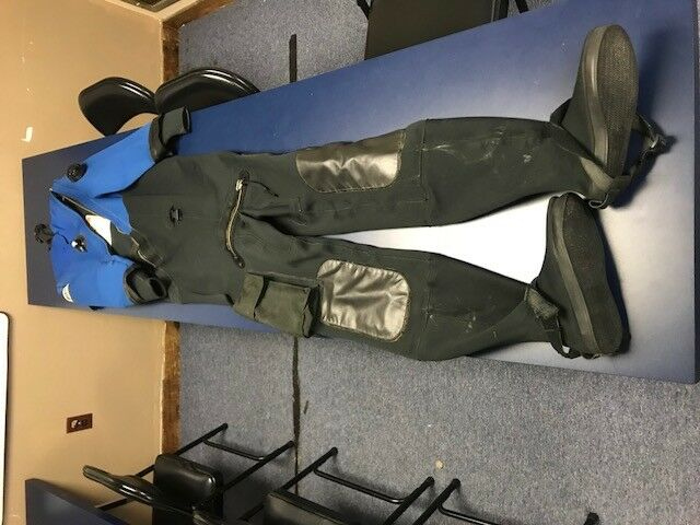 Dui Mens  Drysuit CF200 Small  official authorization