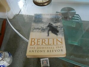 The Fall of Berlin 1945 by Antony Beevor (2003, Paperback)
