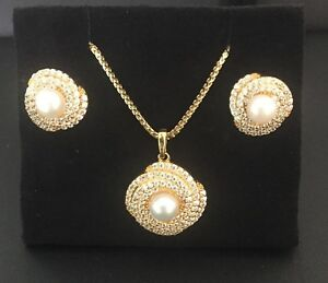 22k-Yellow-Gold-Pearl-amp-cluster-CZ-Pendant-amp-earrings