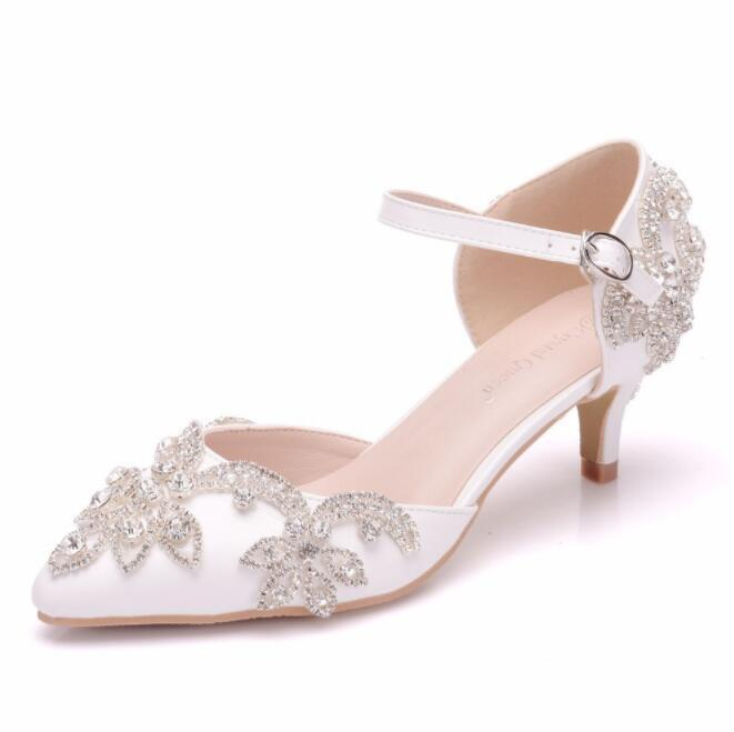 blanc Lace Diamante Ankle Strap Wedding chaussures Bride Pointy Toe Kitten Mid Heels