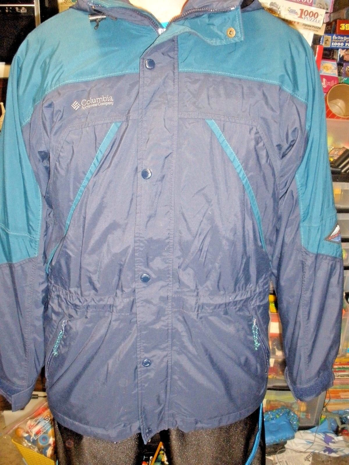 Men's Columbia Sportswear lined coat with hood large bluee snaps & zips