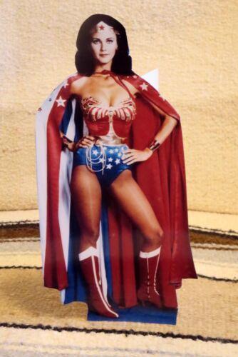 "Wonder Woman Lynda Carter /""Color Figure écran Tabletop Voyageur debout 10.5/"" Tall"