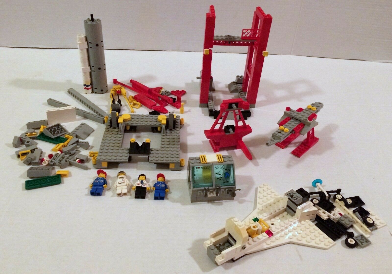 LEGO 6339 Town Launch Command Shuttle Launch Pad NOT Complete