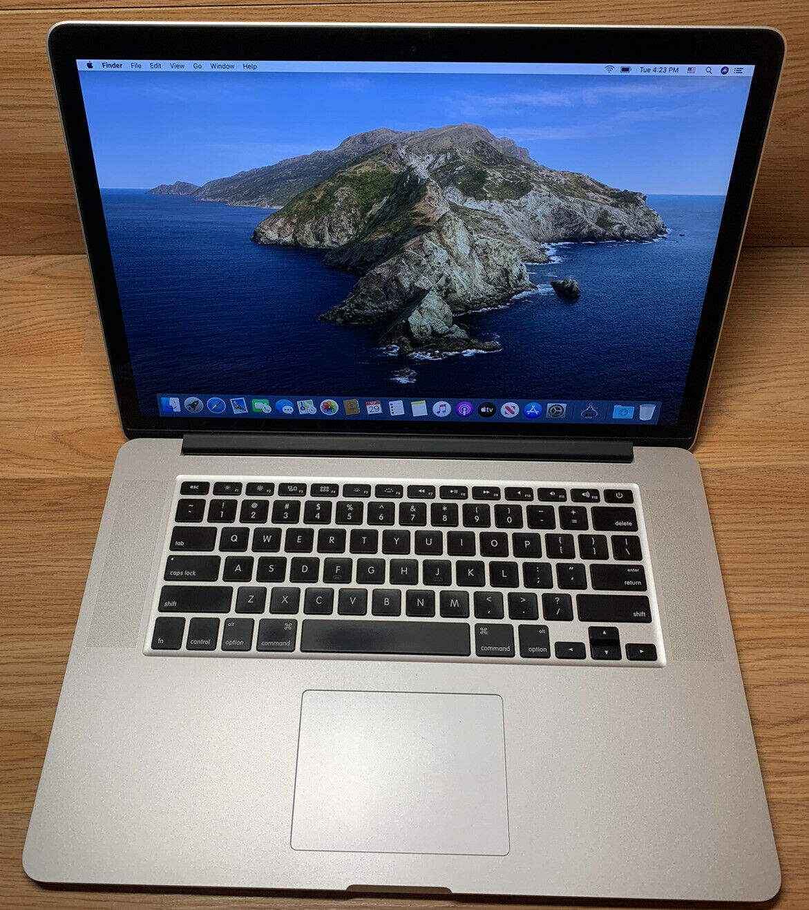 """Apple Macbook Pro 15"""" 2.5GHz/i7/16GB/512GB SSD/R9 M370X/Cycle Count :8. Buy it now for 990.00"""
