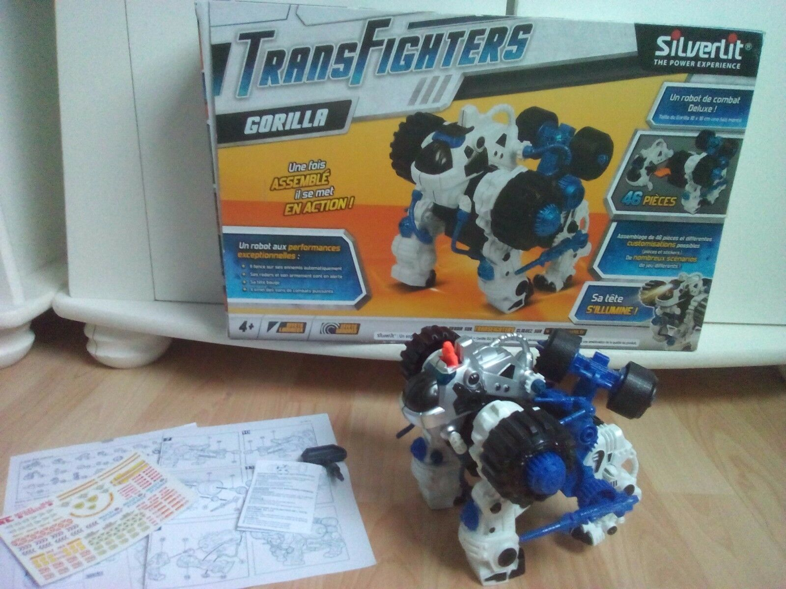 Robot DX Transfighters Gorilla qui avance + bruitage + effet lumineux + notice
