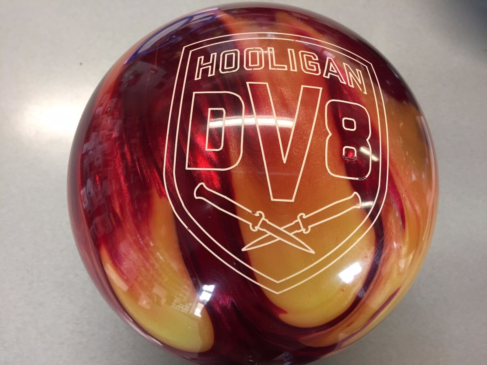 DV8 HOOLIGAN  BOWLING  ball  15 lb. 1ST QUAL.  BRAND NEW IN BOX