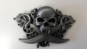 Boucle De Ceinture Crâne De Vampire Et Sabres - Tête De Mort - Biker ... b8ca7e3f9e1