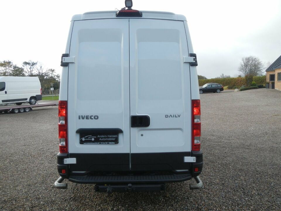 Iveco Daily 2,3 35S13 12m³ Van Diesel modelår 2013 Hvid km
