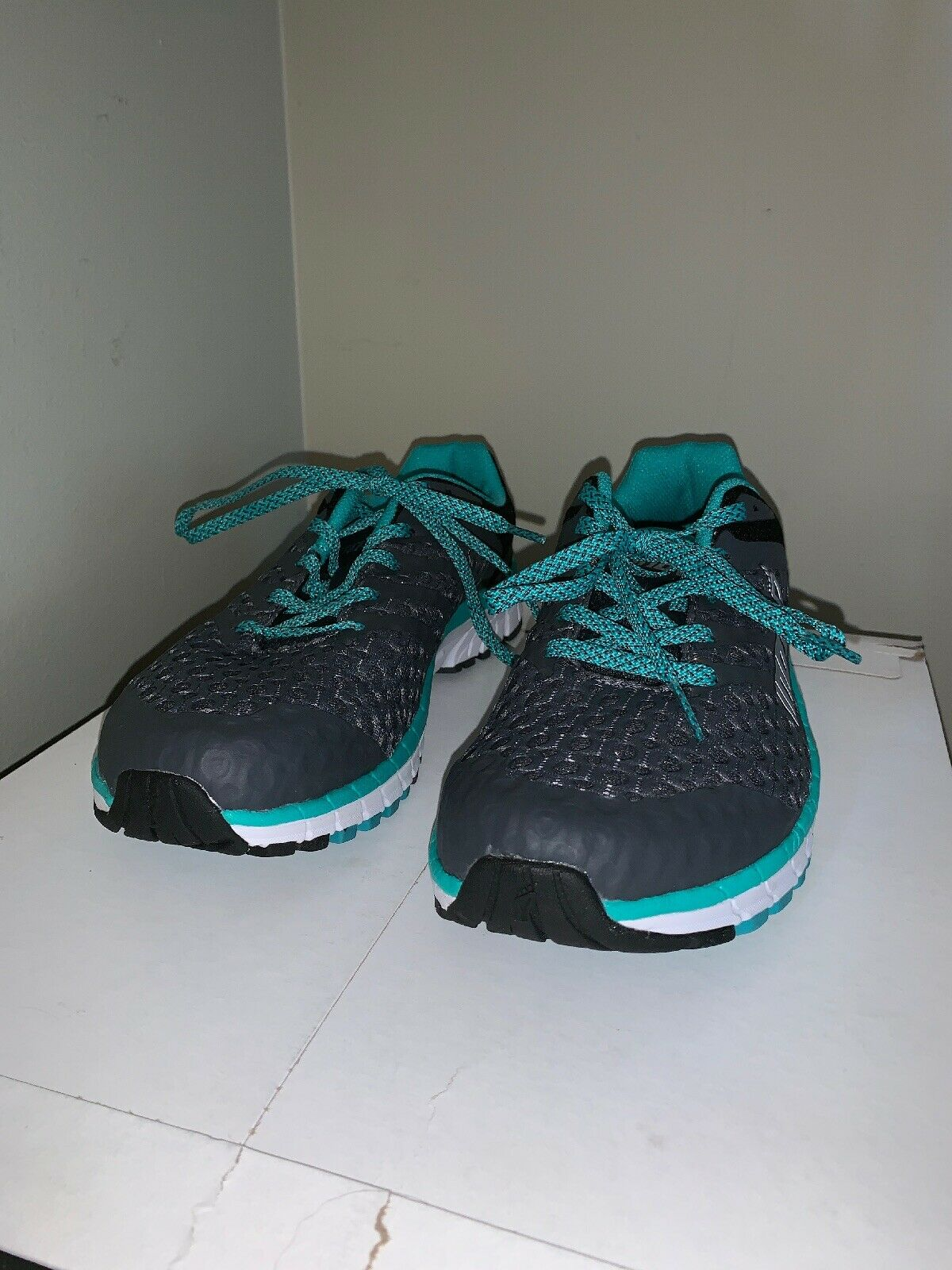 New Inov8 ROADCLAW 275 V2  Women's Running shoes - size 8.5