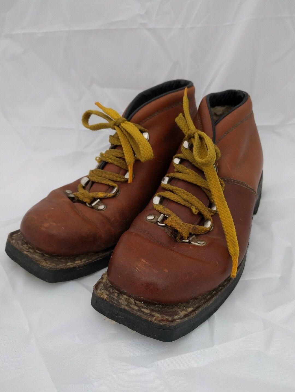 Vintage Men's VASQUE Brown Leather Cross Country Ski Boots Sz 7M Vibram Sole