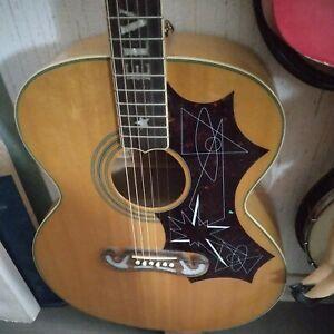 Guitare electro acoustique Elvis Presley