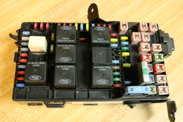 2003 2004 03 04 Ford Diesel 6 0 F250 F350 Super Duty Junction Fuse Panel Box