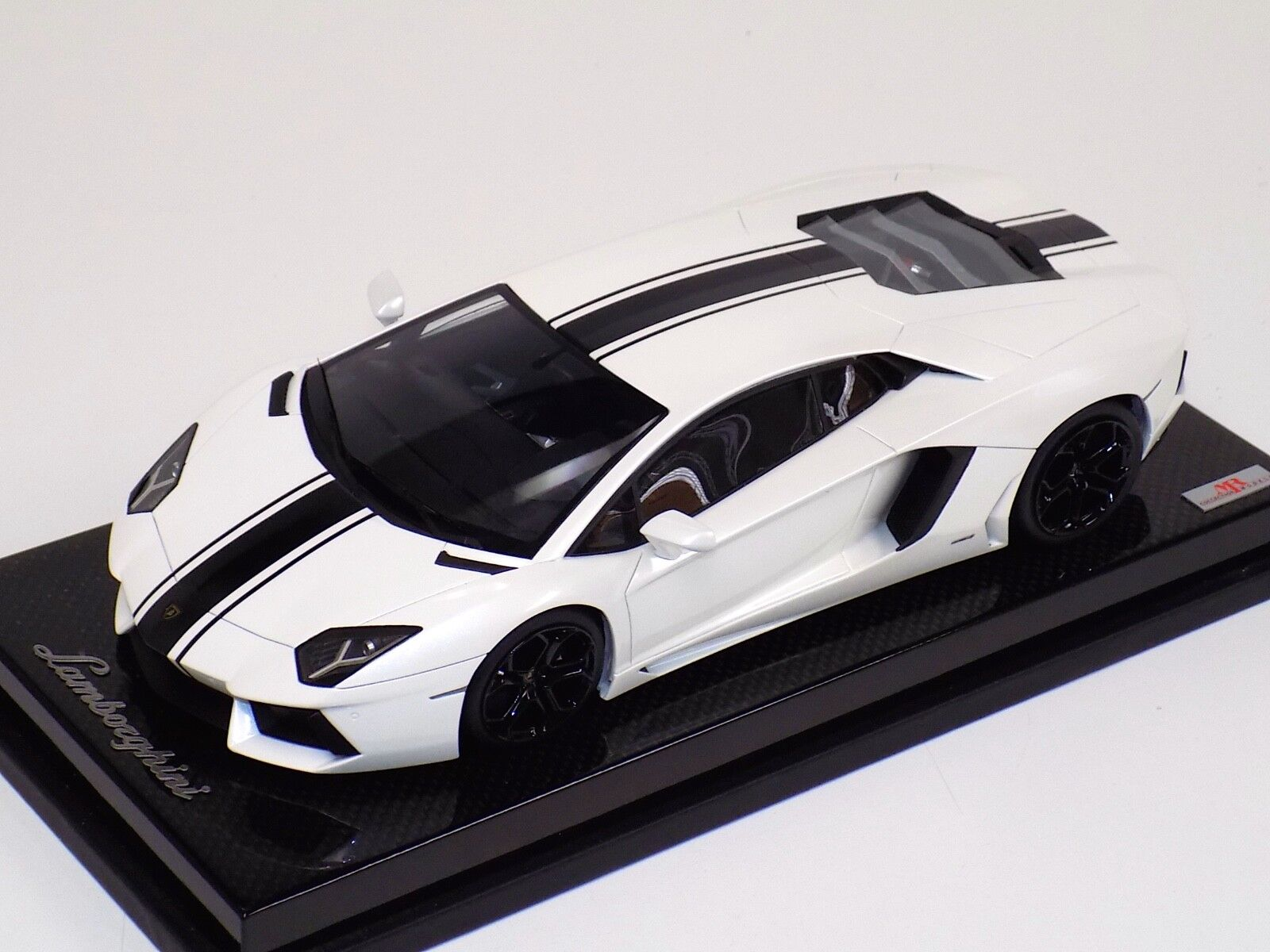 1 18 MR Collection Lamborghini Aventador LP700 White Black Stripe Carbon Base