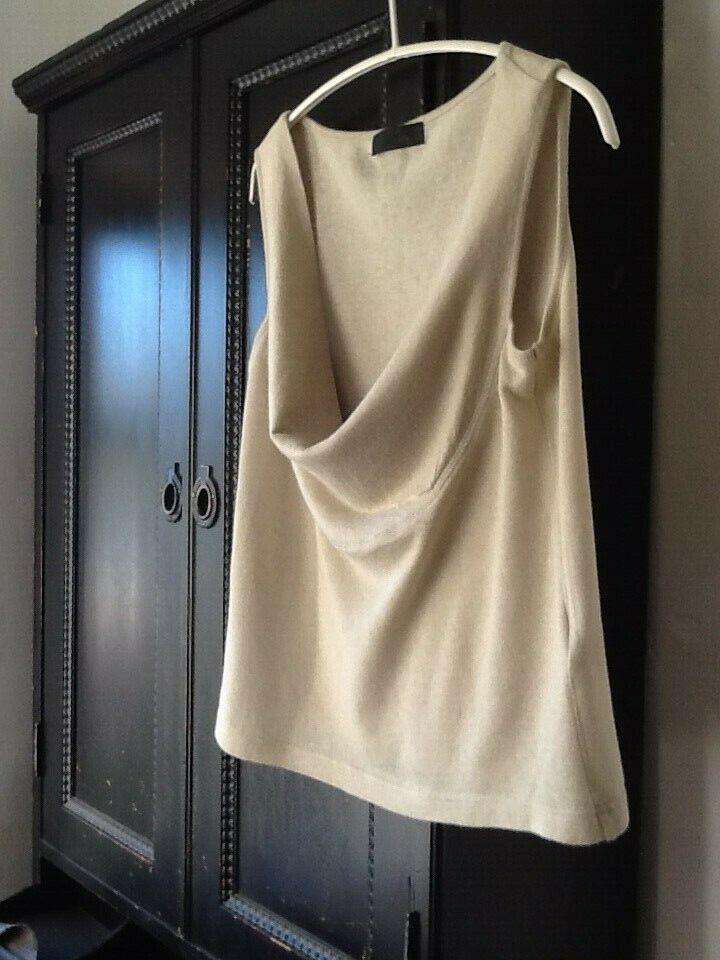 Moyuru Size 3. 55% Linen 45% Cotton . Beautiful Sculptural Top . Sleeveless .NEW