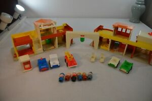 Vintage-Fisher-Price-Little-People-Village-Main-Street-997-amp-Accessories