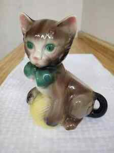 Vintage Royal Copley cat with ball of yarn planter, ceramic.