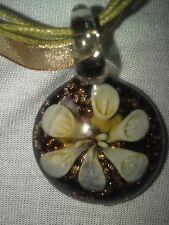 GLASS PENDANT FLOWER NECKLACE WITH GOLD FLECKS