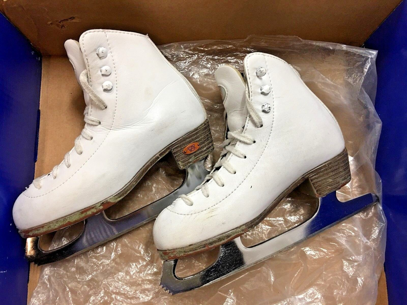 Riedell 133 DM Size 2 Girls Ice Skating shoes Used for 1 year.