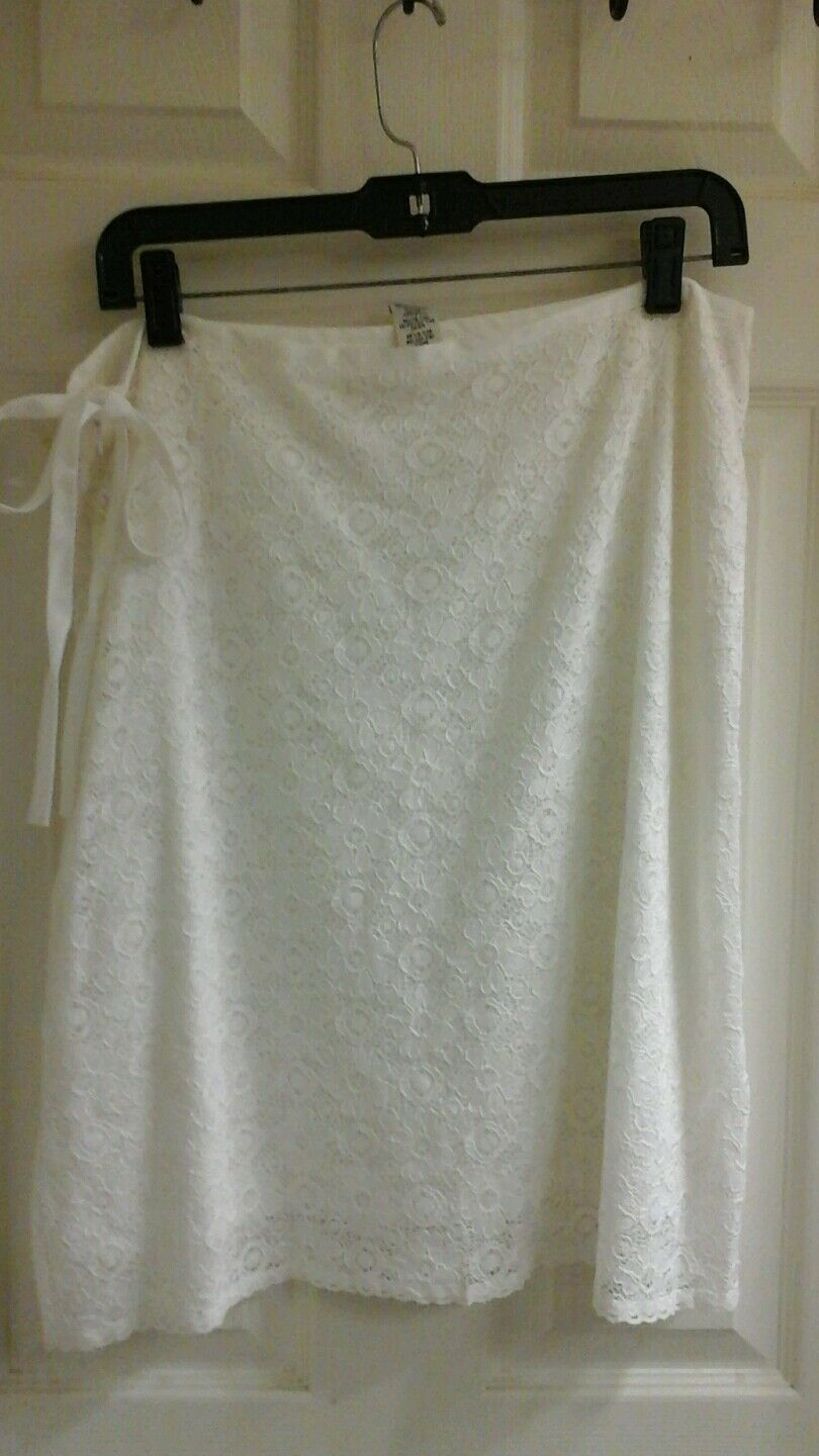 Max Studio, white lace skirt, women's size 10, lined, side zipper,  NWT