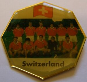 WORLD-CUP-94-USA-SOCCER-SWITZERLAND-TEAM-PIC-FIFA-FOOTBALL-vintage-pin-badge-Z8J