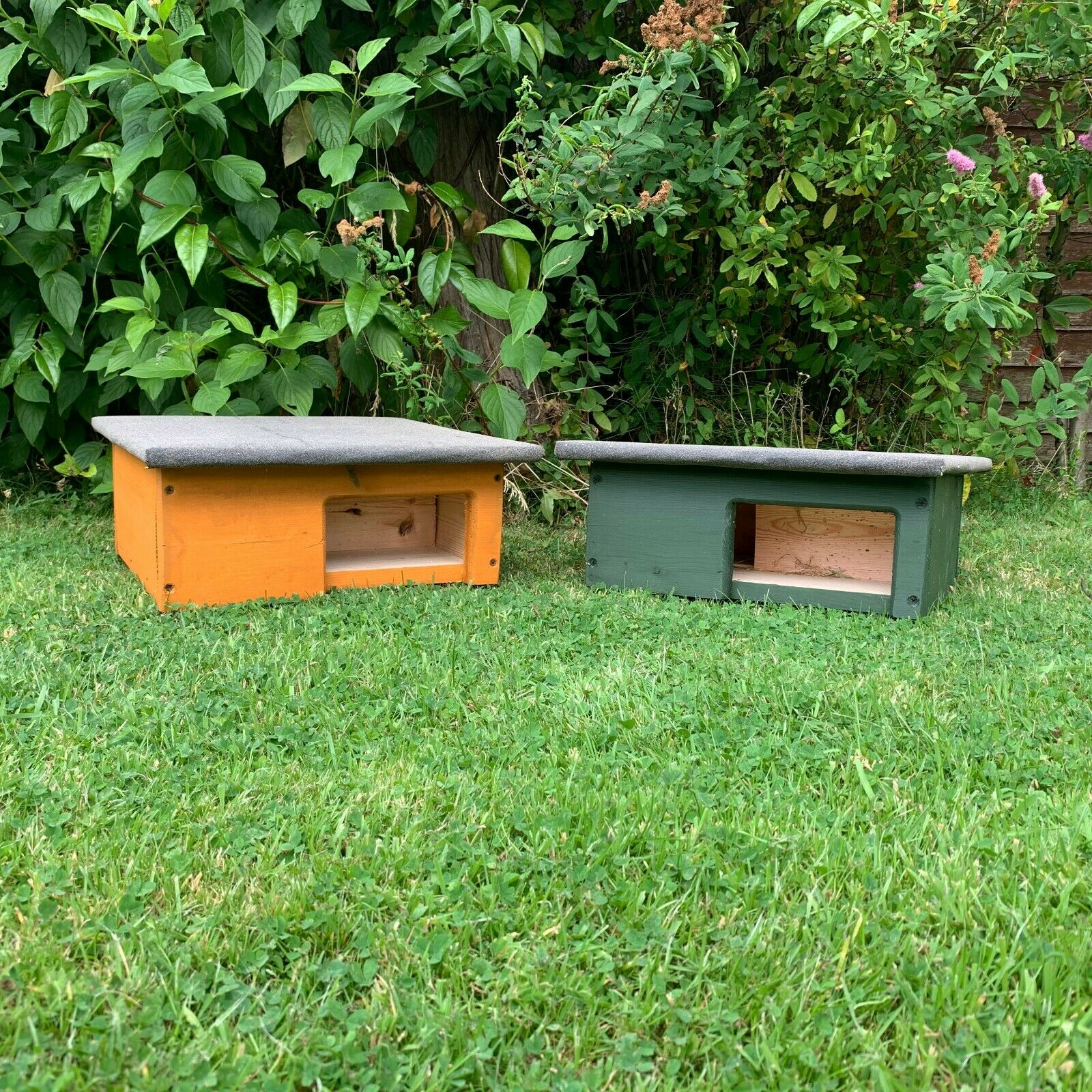 2 x WOODEN HEDGEHOG HOUSE & HIBERNATION SHELTER WITH FREE BEDDING AND CARE SHEET